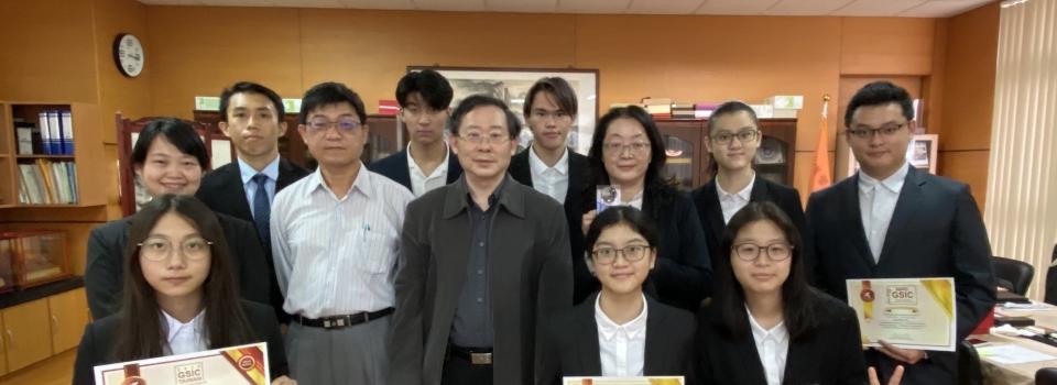 復健科師生參加「2020 全 球學生創新挑戰賽―復健工程與輔具科技臺灣選拔賽」獲設計組第一名與第三名。